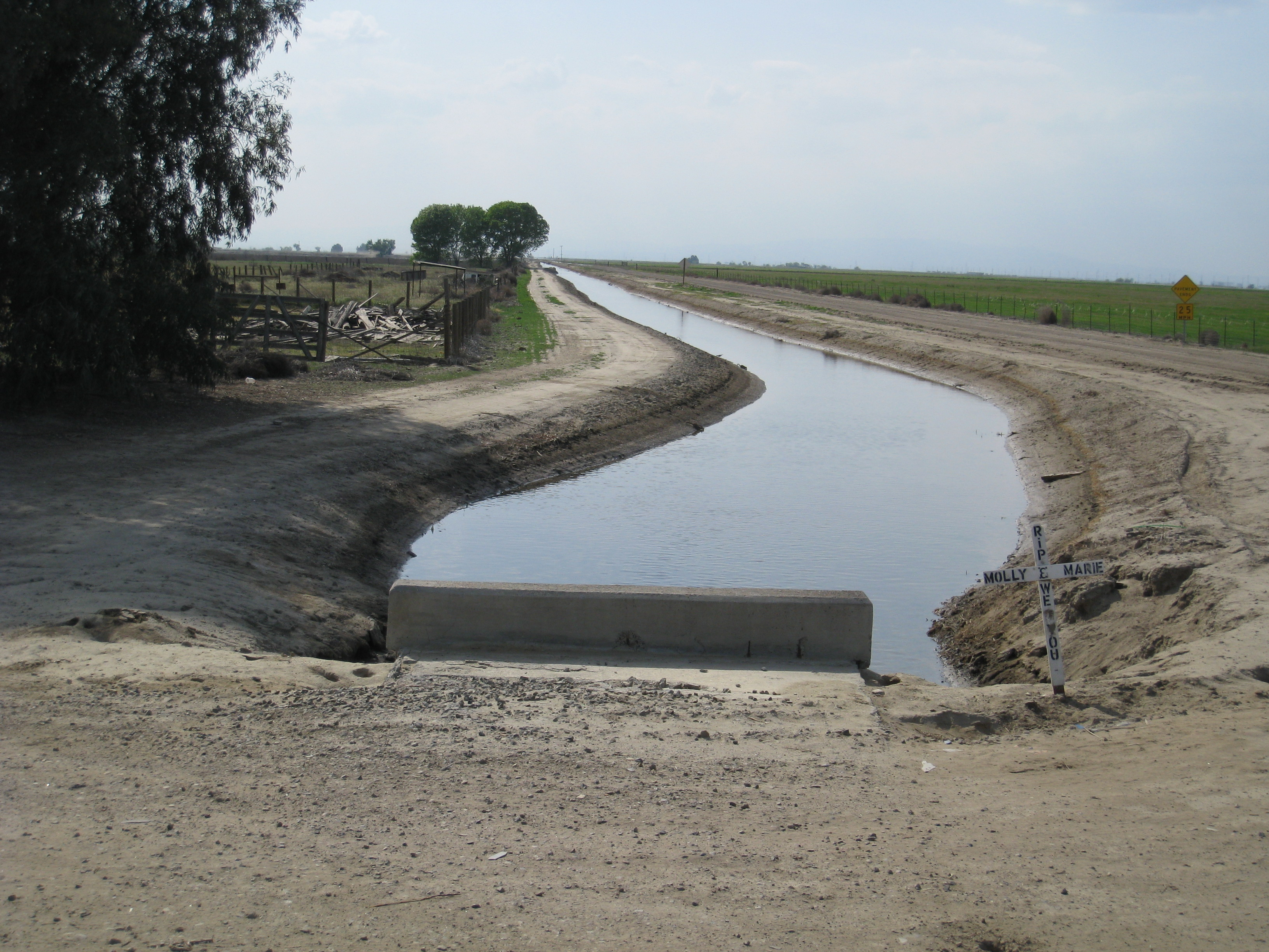 Agricultural Irrigation Canal : Agriculture in california s san joaquin valley maven