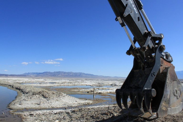 Owens Lake Excavator Apr 2012 #6