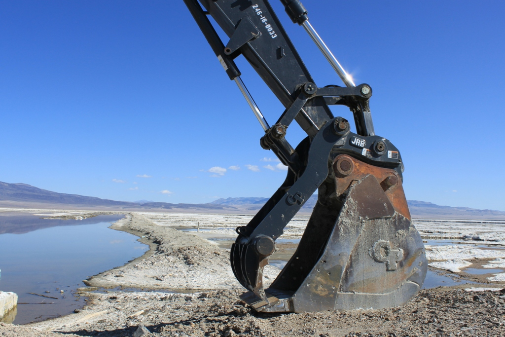 Owens Lake Excavator Apr 2012 #4