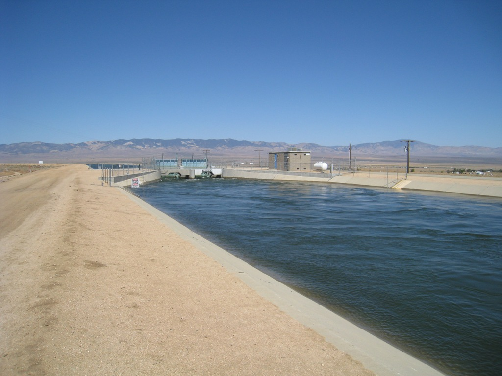 California Aqueduct gate Neenach #3